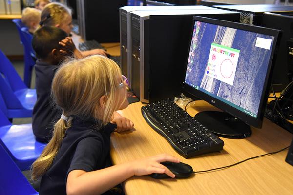 Marist Brothers Linmeyer children learn computer skills